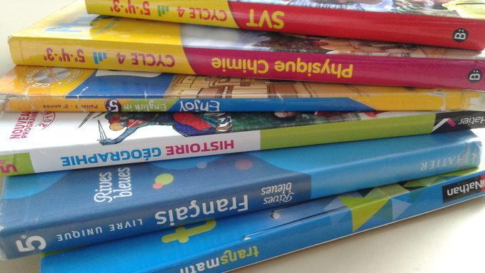 manuels scolaires.jpg